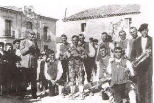 DULZAINEROS_Y_DANZANTES_DE_VENGANZONES_(SEGOVIA)_1933 - copia